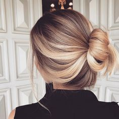 Frisuren Haar Ideen Haar Tutorial Haarfarbe Haar Updos unordentlich lange Haare - Bare Minds – Make-up Looks, Beauty Tipps, Frisuren, Beauty Trends, DIY Beauty - FrauenHaarpFlege. Hair Day, New Hair, Beleyage Hair, Hair Buns, Messy Hairstyles, Straight Hairstyles, Hairstyles For Medium Length Hair Tutorial, Urban Hairstyles, Gorgeous Hairstyles