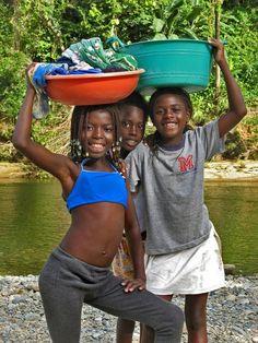 Afro-Ecuadorian girls on laundry day Wimbi, Esmeraldas, Ecuador Ecuador, Beautiful World, Beautiful People, African Origins, We Are The World, African Diaspora, Central America, South America, African Beauty