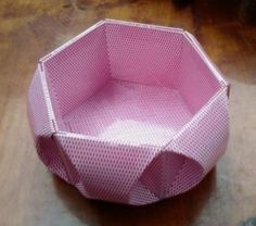 origami vase, Playing Card Vase, the materials used to create this stylish vase are unwanted playing cards.