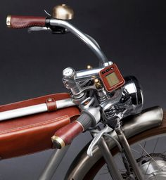 10 Amazing Vintage Bicycles - Vintage bikes are quite popular among art connoisseurs. Like everything retro, even these bikes are aesthetically appealing, innovative and obviously . Velo Design, Bicycle Design, Velo Vintage, Vintage Bicycles, Velo Cargo, Motorised Bike, Women's Cycling Jersey, Cycling Jerseys, Cycling Holiday