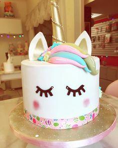 """406 Likes, 13 Comments - Lili Glace e Arte (@liliglace) on Instagram: """"Hoje saiu um bolo lindoo e especial aqui do Atelier :) bolo de Unicornio fofinho …"""""""