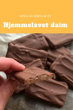 Hjemmelavet Daim chokolade - Easy For Beginners Sweet Recipes, Cake Recipes, Snack Recipes, Dessert Recipes, Chocolate Pack, Homemade Chocolate, Delicious Desserts, Yummy Food, Homemade Candies