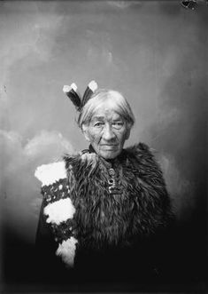 Heni Te Kiri Karamu aka Jane Foley was a Court interpreter and helped many Maori… Long White Cloud, White Clouds, Polynesian People, Friend Of God, Maori People, Maori Designs, Maori Art, Cry For Help, Kiwiana