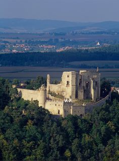 Chateau Medieval, Castle Ruins, Europe Photos, Scenic Photography, Czech Republic, Places To See, Monument Valley, Beautiful Places, Around The Worlds