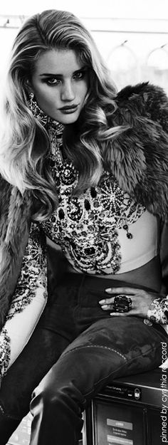 "Embellishment | Rosie Huntington-Whiteley in ""Exceso Dia A Dia"" for Vogue Mexico November 2014 