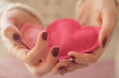 De douces chaufferettes en forme de coeur pour réchauffer les mains de votre moitié le 14 février (ou les vôtres pendant tout l'hiver).