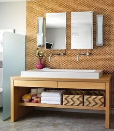 Lucky Penny: Penny Tile Inspiration, from Apartment Therapy. Sprucing up the bathroom. Diy Bathroom, Penny Tile Backsplash, Bathroom Makeover, Penny Tile, Penny Tiles Bathroom, Penny Wall, Home Diy, Diy Decor Projects, Tile Inspiration