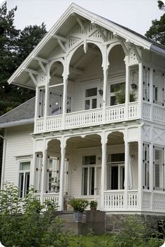 An old, Norwegian house. Victorian Architecture, Beautiful Architecture, Beautiful Buildings, Architecture Details, Beautiful Homes, This Old House, My House, Villa, White Houses