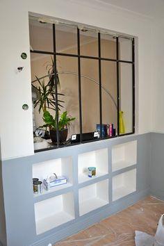 Il manque les vitres, l'électricité n'est pas tout à fait terminée. Cette pièce fait moins de 7 m2, mais la verrière et une fenêtre...