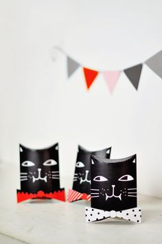 Halloween Cat Favor Boxes. Free Printable Template. Print out these cute Halloween favors for kids to stuff with treats or candy!