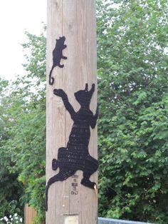 Playing Cat  Mouse, new public art, yarnbombing by nirvYARNah, 2014.
