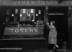 Peter O'Toole at Toner's pub in Old Pictures, Old Photos, Molly Malone, Peter O'toole, Photo Engraving, Dublin City, Love Film, Dublin Ireland, Best Memories