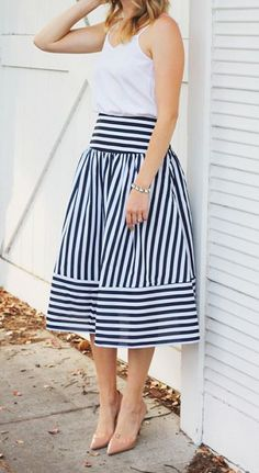 Classic navy and white midi-skirt Skirt Outfits, Dress Skirt, Fall Outfits, Casual Wear, Casual Dresses, Casual Outfits, Modest Fashion, Fashion Dresses, White Midi Skirt