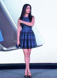 Shriya Saran Showcasing Her Silky Smooth Sexy Legs At Samsung Galaxy S7 Launch In Hyderabad (HQ Bollywood Celebrity Pics)