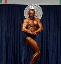 WBPF Italian Championship.. Chest pose ;) #bodybuildingcompetition#traininghard#dietprep#ibff#contestprep#condition#eat#diet4win#followme#wbff#onlinecoach#shape#strong#