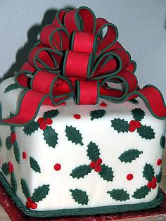 Wow, beautiful cake for the holidays.