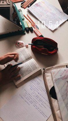 Study Pictures, Study Photos, Studyblr, Study Organization, Pretty Notes, Study Space, Study Hard, Study Inspiration, Instagram Story Ideas