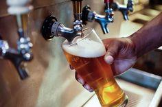 Ainda que mal vista por alguns por ter fama de fazer engordar, a cerveja  traz benefícios à saúde. Algumas versões da bebida, por exemplo, não apresentam teor alcoólico.
