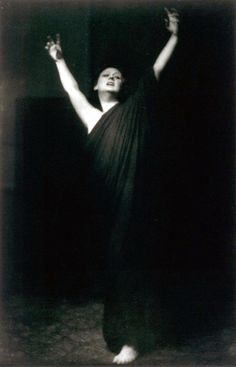 Isadora Duncan (1878-1927), in a picture by Arnold Genthe (1869-1942).