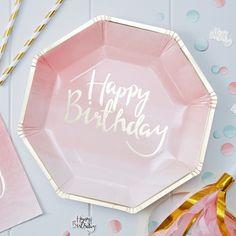 """_*Partyteller """"Happy Birthday"""" in Pink mit Goldprägung*_ _*8 topaktuelle Partyteller für Ihre Geburtstagsparty.*_ stabile Partyteller aus Pappe. Design: Pinkfarbener Verlauf mit geprägter..."""