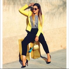 Love the yellow blazer Casual Work Outfits, Mode Outfits, Classy Outfits, Chic Outfits, Fashion Outfits, Yellow Blazer Outfits, Fashion Clothes, Summer Outfits, Fashion Tips