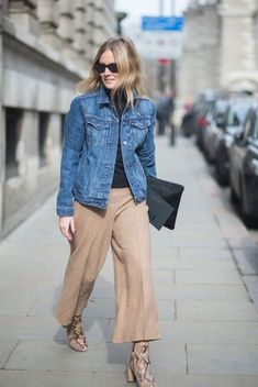 An Effortless Denim Jacket Outfit to Try This Spring (Le Fashion) Fall 2015 Outfits, Trendy Outfits, Layered Outfits, Jeans Rock Kombinieren, British Street Fashion, London Fashion, Maxi Blazer, Beige Hose, Look Boho Chic