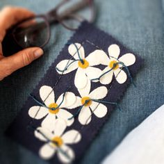 Little sewing projects. Pretty white daisy sunglass case embroidery kit.  Wool applique @ birdiebrown.com Felt Embroidery, Felt Applique, Applique Cushions, Wool Felt, Sewing Projects, Daisy, Bee, Birds, Pure Products