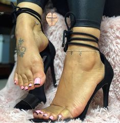@deedeerican123 #footfetish #footfetishnation #highheelfetish #suckabletoes #lickabletoes #opentoehe...