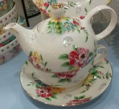 The NEW popular Shabby Rose pattern is available in a cute cream background teapot for one. Perfect for the tea lover's afternoon tea break at their desk. Made of Fine Porcelain.