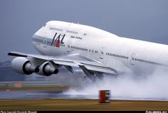 Japan Airlines - JAL  Boeing 747-446D  (airliners.net)