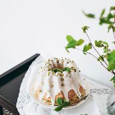 Gelatin bubbles - balonowe kuleczki z żelatyny tutorial i film. Dekoracja na tort i babeczki Cupcakes, Pudding, Candy, Diy, Food, Instagram, Pies, Kuchen, Cupcake Cakes
