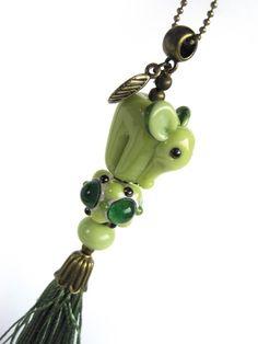Handmade Lampwork Bead  –  Kette Lampwork-Glasperle Elefant von glückskind-design auf DaWanda.com Glass Jewelry, Beaded Jewelry, Glass Beads, Jewelry Necklaces, Beadwork, Beading, Beads Of Courage, Elephant Love, Lampworking
