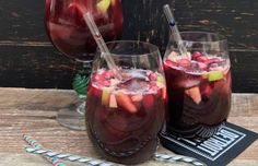 A basic recipe for Cranberry Apple Cider Sangria, made with red wine, orange alcohol, new cranberry juice and delicate juice. Ideal for fall and winter parties. Sangria Drink, Apple Cider Sangria, Fall Sangria, Punch Drink, Cranberry Recipes, Sangria Recipes, Margarita Recipes, Cocktail Recipes, Unsweetened Cranberry Juice