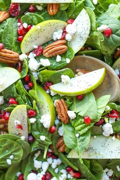 Apple Cranberry Pecan Salad - The best fall flavors come together in this light and refreshing spinach salad tossed in the most amazing lemon vinaigrette! Salad Bar, Soup And Salad, Salad Menu, Vegetarian Recipes, Cooking Recipes, Healthy Recipes, Healthy Snacks, Healthy Eating, Tasty