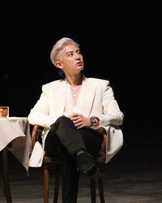Chanyeol - 세훈&찬열 '부르면 돼 (Closer to you)' MV Behind the Scenes Chansoo, Chanbaek, Park Chanyeol Exo, Kyungsoo, Exo Album, Exo Official, Exo Lockscreen, Exo Korean, Kim Jongdae