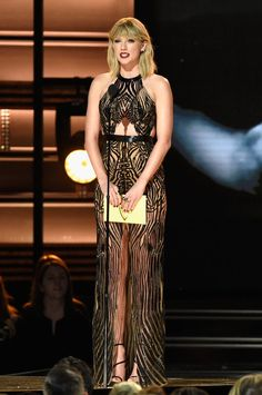 10715788befa2 Taylor Swift Returns to CMA Awards for the First Time in Three Years!:  Photo Taylor Swift surprises the audience as she hits the stage at the 2016  CMA ...