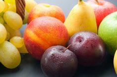 Tutti pensiamo che mangiare frutta significhi comprarla, sbucciarla, affettarla e portarla alla bocca. Ma non è così semplice e banale. È importante sapere come e quando mangiarla. Qual è dunque il…