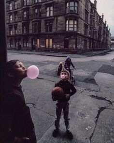 Sunday in Glasgow, Scotland, 1980. Photograph by Raymond Depardon.