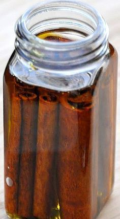 Christmas diy pinecones DIY Cinnamon Oil - just cinnamon sticks and olive oil - see adjacent pin on how to make your own Cinnamon Scented Pinecones Scented Pinecones, Infused Oils, Pine Cone Crafts, Smell Good, Cinnamon Sticks, Cinnamon Oil Uses, Natural Remedies, Coconut Oil, Herbalism