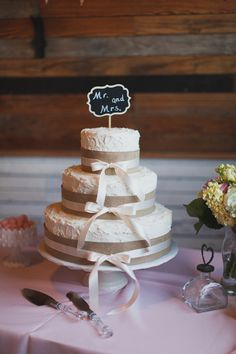 wedding cakes with bows + burlap | Loft Photographie