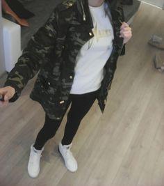 ARMY LONG JACKET 30€ WHITE HOODIE MARKS 30€ BLACK LEGINS 10€ ADIDAS (WHITE/BLACK) 64€
