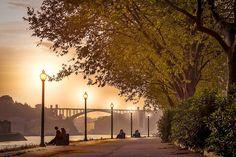 Com uma situação magnífica junto da foz do Douro e um conjunto arquitectónico de valor excepcional, o centro histórico do Porto é Património da Humanidade. Venus, Porto City, Douro, Port Wine, Portuguese, Cruise, Explore, Toque, Terra