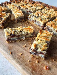 Delicous and Easy Magic Slice Recipe - VJ cooks No Bake Desserts, Easy Desserts, Dessert Recipes, Baking Recipes, Cookie Recipes, Keto Recipes, Peppermint Slice, Easy Slice, Easy To Cook Meals