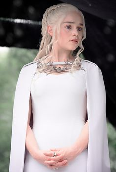 "DAENERYS ""Khaleesi"" - Game of Thrones                                                                                                                                                                                 Mehr"
