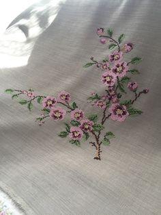 Cross Stitch Art, Cross Stitch Designs, Crochet Bedspread, Needlepoint, Embroidery Designs, Diy And Crafts, Cross Stitch Embroidery, Embroidered Flowers, Hardanger