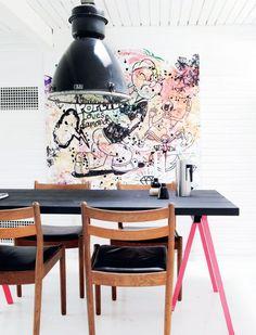 Eettafel met graffiti muur
