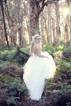 Hey, loves! How do you see a woodland wedding gown? Of course, you can choose any dress you like – a short or a long one, a keyhole back or a long sleeved one, a beaded or a black and white one but, first of all, you should try on the image of a woodland nymph!