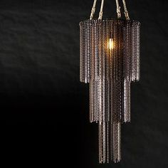 100% handmade luminaire of recycled bicycle chains, designed to bring a unique new look and create a spectacular effect in any setting. The light interacts with this industrial chandelier and the sett