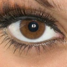 Pessoas de olhos castanhos parecem mais confiáveis, diz estudo