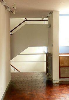 100420-31 LA PLATA - Casa Curuchet (arq. Le Corbusier) - Escalera acceso